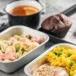 Отказ от питания на коротких рейсах: оптимизация издержек или дополнительная опция для пассажиров?